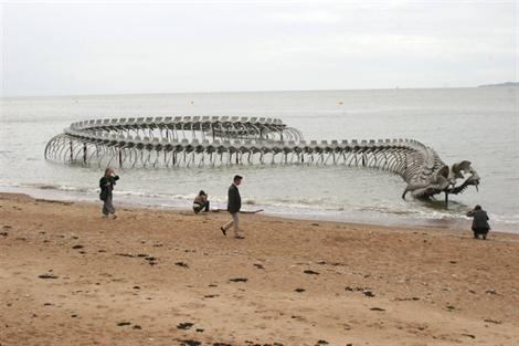 sculpture-du-serpent-de-mer-de-saint-brevin-en-alluminium-loire-atlantique